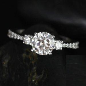 | REF : TR2009 | 0.80ct Diamond Ring